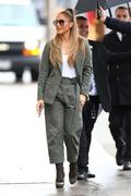http://img18125.imagevenue.com/loc1034/th_219711392_Jennifer_Lopez__Arrives_at_Jimmy_Kimmel_Live__04_122_1034lo.jpg